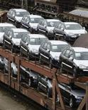<p>Les immatriculations de voitures neuves en Allemagne ont augmenté de 3,5% en mars sur un an, à 339.000 unités, selon l'association des constructeurs automobiles VDIK. /Photo d'archives/REUTERS/Michaela Rehle</p>
