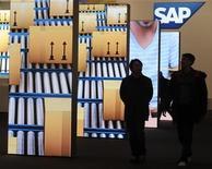 <p>SAP, le premier éditeur mondial de logiciels d'entreprise, a fait état vendredi d'une hausse de 12% de son chiffre d'affaires issu des ventes de logiciels et de services liés au premier trimestre, à 2,6 milliards d'euros, et a réaffirmé ses prévisions pour l'ensemble de cette année. /Photo prise le 4 mars 2012/REUTERS/Fabian Bimmer</p>
