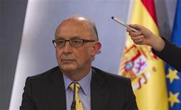 <p>Cristobal Montoro, ministre espagnol au Trésor, en conférence à Madrid. Le gouvernement espagnol a dévoilé vendredi un train de mesures destinées à lutter contre la fraude fiscale, qui permettront au gouvernement d'accroître ses recettes. /Photo prise le 13 avril 2012/REUTERS/Sergio Perez</p>