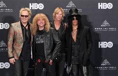 <p>Matt Sorum, Steven Adler, Duff McKagan y Slash de la banda Guns N' Roses posan tras ingresar al Salón de la Fama del Rock n' Roll en Cleveland, EEUU. abril 14, 2012. Varios músicos, desde los rockeros Guns N' Roses a las leyendas del R&B Smokey Robinson y The Miracles entraron el sábado a formar parte del Salón de la Fama del Rock and Roll, en una noche interesante tanto por los asistentes como por los que no quisieron ir. REUTERS/Aaron Josefczyk</p>