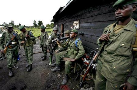 Soldiers from the Armed Forces of the Democratic Republic of Congo (FARDC) manage a checkpoint north of Kibati village November 7, 2008. REUTERS/Stringer