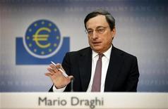 <p>Mario Draghi, le président de la BCE. Pour la sixième semaine d'affilée, la BCE n'a procédé à aucun rachat d'obligations d'Etat de la zone euro au cours de la semaine dernière et ce, malgré les inquiétudes liées à la dette espagnole. /Photo d'archives/REUTERS/Kai Pfaffenbach</p>