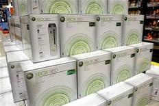 <p>Microsoft a enfreint le droit de la propriété intellectuelle de Motorola Mobility avec sa console de jeu Xbox, a estimé lundi un juge américain de la Commission du commerce international des Etats-Unis. Cette instance rendra son verdict définitif en août. /Photo d'archives/REUTERS</p>