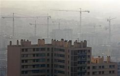 <p>Les mises en chantier en France ont augmenté de 1,3% au premier trimestre par rapport aux trois derniers mois de 2011, à 94.470, selon le ministère du Développement durable. /Photo d'archives/REUTERS/Jean-Paul Pélissier</p>
