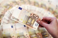 <p>La Commission européenne a proposé mardi d'augmenter de 6,8% le budget de l'Union européenne l'an prochain, au risque de se voir reprocher un double langage à l'heure où elle appelle tous les pays membres à une discipline budgétaire de fer. /Photo d'archives/REUTERS/Dado Ruvic</p>