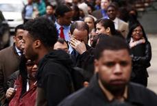 <p>Le département américain du Travail a annoncé que le marché du travail avait créé moins d'emplois que prévu au mois d'avril, mais le taux de chômage s'était inscrit le mois dernier à son niveau le plus bas depuis plus de trois ans, soit 8,1%. /Photo d'archives/REUTERS/Lucas Jackson</p>