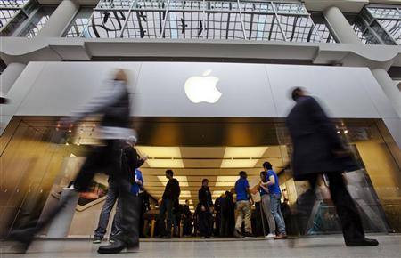 People walk by the Apple Store in the Eaton Centre shopping mall in Toronto, March 16, 2012. REUTERS/Mark Blinch