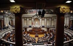 <p>Le parlement du Portugal a adopté mercredi un projet favorable à la relance de la croissance proposé par l'opposition socialiste, auquel le gouvernement de centre-droit a renoncé à s'opposer malgré son soutien à des mesures d'austérité. /Photo d'archives/REUTERS/Rafael Marchante</p>