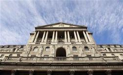 <p>La Banque d'Angleterre (BoE) a indiqué mercredi qu'elle injecterait probablement de nouvelles liquidités pour soutenir l'économie britannique si la crise en zone euro venait à s'aggraver, tandis que le gouvernement britannique a appelé à de nouvelles mesures de soutien à la croissance. /Photo d'archives/REUTERS/Suzanne Plunkett</p>