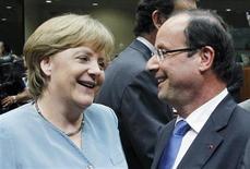 """<p>François Hollande, Angela Merkel et leurs partenaires ont posé mercredi soir les jalons d'une relance par la croissance de l'Union européenne. Mais le président français s'est heurté comme prévu à l'opposition allemande sur les """"eurobonds"""". /Photo prise le 23 mai 2012/REUTERS/Francois Lenoir</p>"""