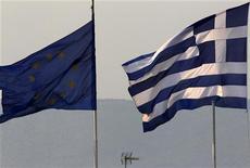 <p>Les 27 pays de l'Union européenne réunis en conseil informel à Bruxelles ont adopté un texte rappelant leur volonté de voir la Grèce rester dans la zone euro, malgré la crise qu'elle traverse. /Photo d'archives/REUTERS/Yannis Behrakis</p>