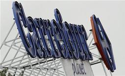 <p>Le PDG de Carrefour, Lars Olofsson, qui devait initialement être remplacé le 18 juin par Georges Plassat, a souhaité anticiper son départ. Georges Plassat, directeur général délégué, a donc été nommé PDG avec effet immédiat à l'issue du conseil de mercredi. /Photo d'archives REUTERS/Regis Duvignau</p>
