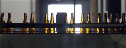 <p>Le brasseur SABMiller a publié des résultats annuels supérieurs aux attentes, tirés par une croissance solide en Afrique et en Amérique latine qui a plus que compensé le recul des ventes de bières en Europe et en Amérique du Nord. /Photo d'archives/REUTERS/Rick Wilking</p>