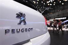 <p>Peugeot, marque du groupe PSA, a annoncé le lancement prochain de la nouvelle 301. Cette berline moyenne avec coffre, produite en Espagne et spécialement conçue pour les pays émergents d'Europe centrale et du bassin méditerranéen, sera présentée en octobre au mondial de l'automobile de Paris puis commercialisée en novembre, d'abord en Turquie. /Photo d'archives/REUTERS/Denis Balibouse</p>