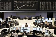<p>Les Bourses européennes ont fini en hausse jeudi au lendemain d'une forte chute, les achats à bon compte ayant pris le pas sur des indices macroéconomiques confirmant la fragilité de la croissance en zone euro, y compris en Allemagne. /Photo prise le 24 mai 2012/REUTERS/Remote/Michael Leckel</p>