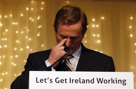 Fine Gael leader Enda Kenny addresses supporters in Dublin, February 26, 2011. REUTERS/Darren Staples