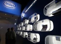 """<p>Intel a lancé jeudi en Israël un programme imitant le cerveau humain dont le but est de permettre la création d'appareils capables d'""""apprendre"""" de leurs utilisateurs. /Photo d'archives/REUTERS/Rick Wilking</p>"""