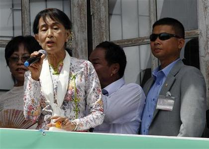 Myanmar's pro-democracy leader Aung San Suu Kyi addresses migrant workers from Myanmar, as she visits them in Samut Sakhon province May 30, 2012. REUTERS/Sukree Sukplang
