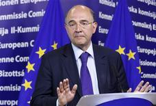 """<p>Le ministre de l'Economie et des Finances Pierre Moscovici à Bruxelles. La France a assuré lundi les autorités européennes de sa volonté de tenir ses engagements en matière de réduction des déficits publics tout en soulignant, au moment où la Commission la presse de mettre en oeuvre des réformes structurelles, qu'elle le ferait par ses propres """"voies et moyens"""". /Photo prise le 4 juin 2012/REUTERS/Sébastien Pirlet</p>"""