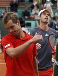 <p>Richard Gasquet a fait illusion pendant le premier set avant d'être renvoyé à son rang de 20e mondial par Andy Murray, tête de série n°4, sur le score de 1-6 6-4 6-1 6-2, lundi, en huitième de finale de Roland-Garros. /Photo prise le 4 juin 2012/REUTERS/Régis Duvignau</p>