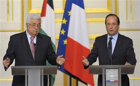 French President Francois Hollande and Palestinian President Mahmoud Abbas attend a news conference following a meeting at the Elysee Palace in Paris June 8, 2012. REUTERS/Philippe Wojazer