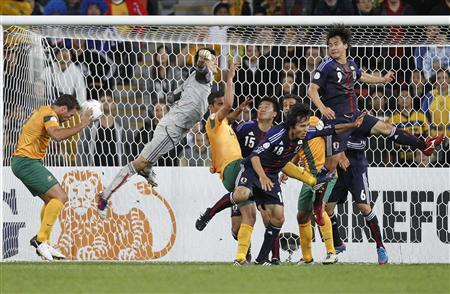 Australia's Lucas Neill (L) heads the ball during their 2014 World Cup qualifying match against Japan in Brisbane June 12, 2012. REUTERS/Daniel Munoz