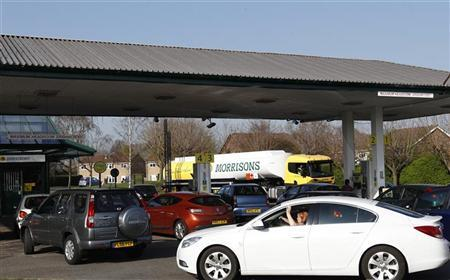 A petrol tanker driver makes a delivery as drivers queue for fuel in Loughborough, central England March 28, 2012. REUTERS/Darren Staples