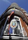 <p>La embajada de Ecuador en Londres, jun 20 2012. El fundador de WikiLeaks, Julian Assange, podría ser arrestado en Londres por violar su libertad bajo fianza, dijo el miércoles la policía británica, luego de que el ex hacker se refugiara en la embajada de Ecuador para evitar ser extraditado a Suecia. REUTERS/Paul Hackett</p>