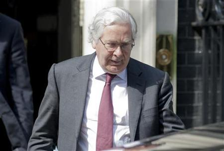 The Governor of the Bank of England, Mervyn King, leaves Downing Street in central London May 28, 2012. REUTERS/Neil Hall