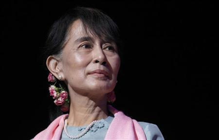 Myanmar pro-democracy leader Aung San Suu Kyi speaks during a meeting with members of the Myanmar community at the Royal Festival Hall in central London June 22, 2012. REUTERS/Suzanne Plunkett