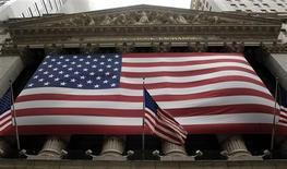 <p>Les places boursières américaines ont ouvert sur une note stable mardi, les investisseurs limitant leurs initiatives au début d'une séance raccourcie à la veille du jour férié de l'Independence Day mercredi. Dans les premiers échanges, le Dow Jones reculait de 0,13%, le S&P-500 cédait 0,05% et le Nasdaq avançait de 0,02%. /Photo d'archives/ REUTERS/Chip East</p>