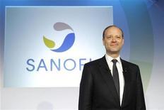<p>Le directeur général de Sanofi, Chris Viehbacher. Sanofi France pourrait annoncer en comité de groupe la suppression de 1.000 à 2.000 emplois au sein de trois secteurs d'activité, rapporte Le Figaro de jeudi. /Photo prise le 8 février 2012/REUTERS/Benoît Tessier</p>