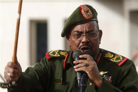 Sudanese President Omar Hassan al-Bashir addresses supporters after receiving victory greetings at the Defence Ministry, in Khartoum April 20, 2012. REUTERS/ Mohamed Nureldin Abdallah