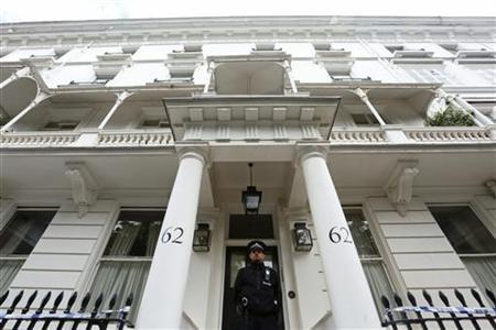 A policeman stands guard in front of the home of Eva Rausing in London July 11, 2012. London murder detectives are investigating the death of the American wife of an heir to the Tetra Pak drinks carton fortune and have arrested a man reported to be her husband. Eva Rausing, 48, daughter of U.S. businessman Tom Kemeny, led a gilded life marred by drug addiction and had a host of connections with royal patrons of anti-drug charities to which she and her husband, Hans Kristian Rausing, 49, devoted millions from the fortune his Swedish grandfather made from packaging. REUTERS/Olivia Harris
