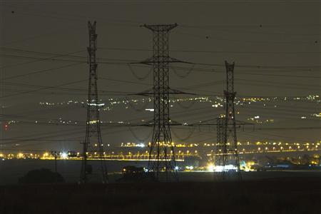 Electricity pylons and power transmission lines are seen at night near Kibbutz Negba in southern Israel May 17, 2012. REUTERS/Amir Cohen