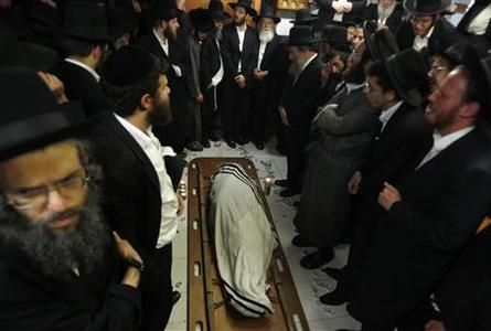 Ultra-Orthodox Jews gather as they pray around the body of Rabbi Yosef Shalom Elyashiv before his funeral procession in Jerusalem's Mea Shearim neighbourhood July 18, 2012. REUTERS/Baz Ratner