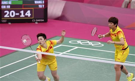 China's Wang Xiaoli (R) and Yu Yang play against South Korea's Jung Kyung-eun and Kim Ha-na during their women's doubles group play stage Group A badminton match during the London 2012 Olympic Games at the Wembley Arena July 31, 2012. REUTERS/Bazuki Muhammad