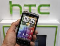 <p>Le fabricant taiwanais de smartphones HTC a dit vendredi qu'il s'attendait à un recul de son chiffre d'affaires du troisième trimestre pouvant aller jusqu'à 23% par rapport aux trois mois précédents, soit beaucoup plus que ce qui est prévu par les analystes financiers. /Photo d'archives/REUTERS/Shengfa Lin</p>