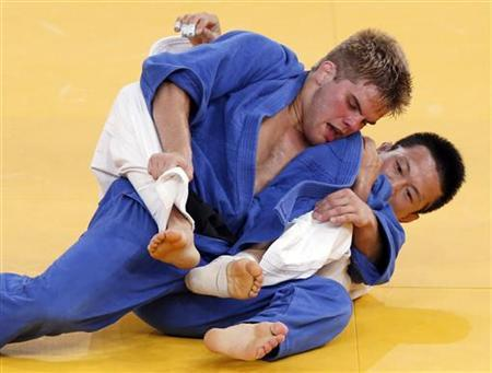 South Korea's Wang Ki-Chun fights with Nicholas Delpopolo of the U.S. (blue) during the men's -73kg quarter-final judo match at the London 2012 Olympic Games July 30, 2012. REUTERS/Kim Kyung-Hoon