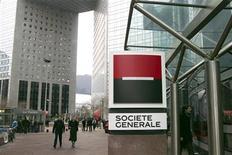 <p>Les valeurs bancaires soutanaient la hausse du CAC jeudi à la mi-journée et le titre Société générale prenait 1,67%, plus forte hausse de l'indice phare de la Bourse de Paris. A 12h22, le CAC 40 avançait de 0,26%. /Photo d'archives/REUTERS/Charles Platiau</p>