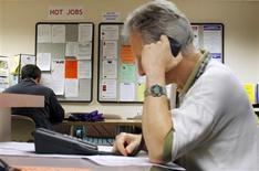 <p>Les inscriptions hebdomadaires au chômage ont augmenté contre toute attente aux Etats-Unis lors de la semaine au 18 août, à 372.000 contre 368.000 (révisé) la semaine précédente. /Photo d'archives/REUTERS/Brian Snyder</p>