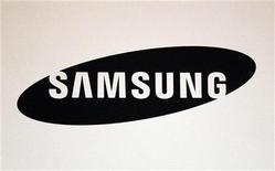 <p>شعار شركة سامسونج في معرض بولاية لويزيانا الامريكية يوم 9 مايو ايار 2012. رويترز</p>