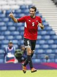 <p>محمد ابوتريكة خلال مباراة في بريطانيا يوم اول اغسطس اب 2012. تصوير. ديفيد موير - رويترز</p>