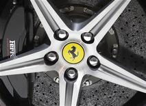 <p>Ferrari, propriété de Fiat, affiche une hausse de 10% de son bénéfice net au premier semestre grâce à un chiffre d'affaires et des ventes record. /Photo d'archives/REUTERS/Denis Balibouse</p>