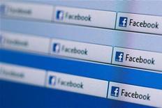 """<p>Un bug """"non systématique"""" de Facebook rend public depuis lundi après-midi des messages privés anciens sur le fil d'actualité des utilisateurs. Une porte-parole de Facebook France a précisé que des équipes techniques étaient en train d'essayer d'identifier l'origine de ce problème. /Photo d'archives/REUTERS/Valentin Flauraud</p>"""