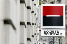 <p>Société générale, qui, selon deux sources proches de l'opération, a trouvé un accord préliminaire avec la banque grecque Piraeus Bank sur la cession de sa filiale locale Geniki, à suivre mercredi à la Bourse de Paris. /Photo d'archives/REUTERS/Charles Platiau</p>