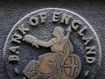 <p>La Banque d'Angleterre a maintenu son taux directeur à 0,5%, son niveau depuis mars 2009, l'économie britannique montrant des signes de reprise. /Photo d'archives/REUTERS/Toby Melville</p>
