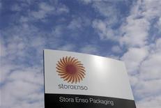 <p>Les géants du papier tels que Stora Enso et UPM-Kymmene cherchent des solutions partielles à la crise du secteur en Europe, mais, selon des analystes, une mégafusion serait la seule issue possible. /Photo prise le 18 septembre 2012/REUTERS/Ints Kalnins</p>