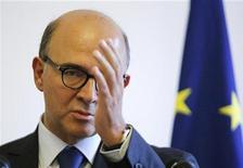 <p>Le ministre de l'Economie Pierre Moscovici. Le gouvernement français a annoncé jeudi qu'il allait réviser la taxation des cessions de parts d'entreprises dans son projet de budget 2013, face à la colère des patrons de PME et de start-up qui contestaient son alourdissement. /Photo prise le 17 septembre 2012/REUTERS/Chris Helgren</p>