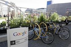 <p>Foto de archivo de la casa matriz de Google en su casa matriz de Mountain View, EEUU, mar 3 2008. Google reportó el jueves ingresos menores a los esperados para el tercer trimestre, lo que desató una fuerte caída de las acciones. REUTERS/Erin Siegal</p>